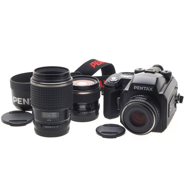 Pentax 645N (kit) + 45/2.8 + 75/2.8 + 120/4 Macro