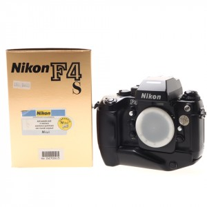 Nikon F4s (Body) Nital , con MB-21