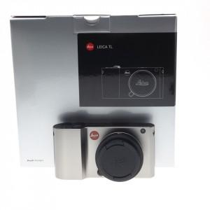 "Leica TL ""Titanio"" (KIT) con Elmarit 18mm f/2.8 ASPH."